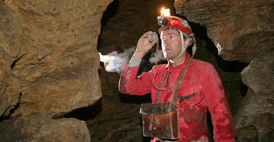 Martin Trüssel vermisst den Gipsgang in der Bettenhöhle. Hier führt auch die Begleiteten Schrattenhöhletouren vorbei.