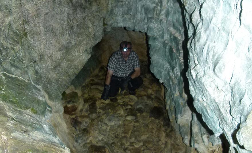 Die Fortsetzung der Höhle ist mit Blockwerk und Geröll verfüllt.