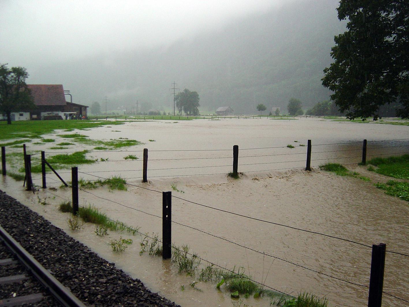 Hochwasser bei Wolfenschiessen am 22. August 2005 um 11 Uhr. Foto: Martin Trüssel